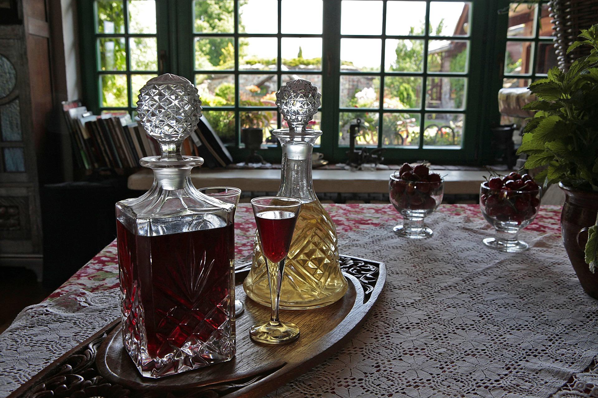 Pomysły na prezenty karafka z grawerem i szklankami