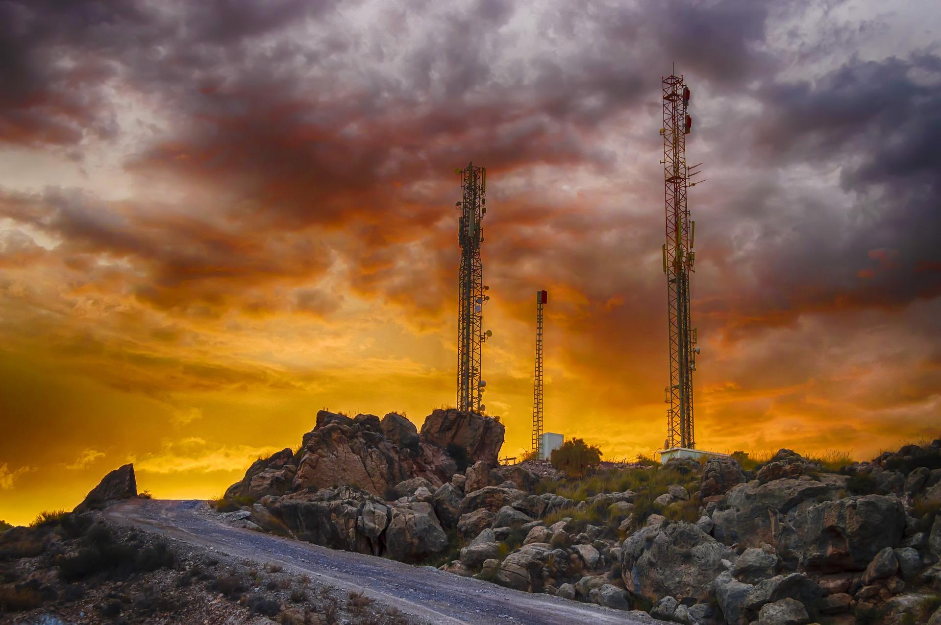Słupek telekomunikacyjny wskaże miejsce prowadzenia sieci